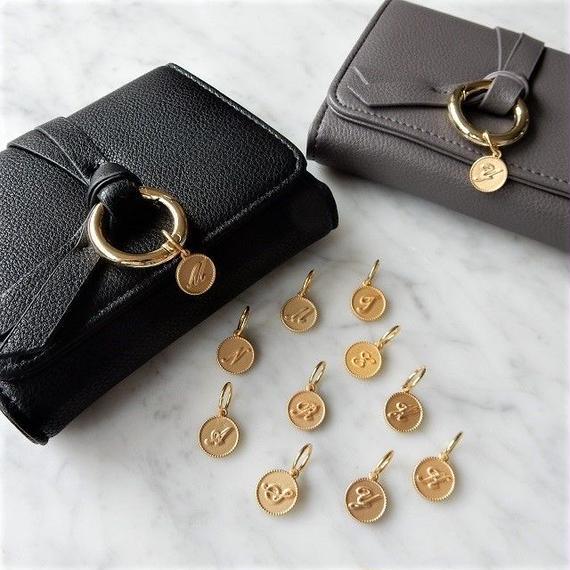 wallet-02047 イニシャルチャーム付き リングデザイン ミニ財布 小銭入れ付き 三つ折り ミニウォレット
