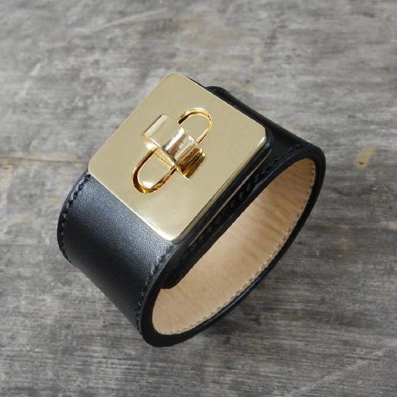 brace-02174 送料無料! 本革レザー ゴールドヒネリバックルワイドレザーブレスレット レザーバングル ブラック