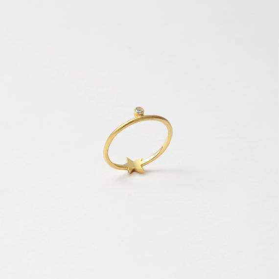 Star and stone ring (cubic zirconia / gold)