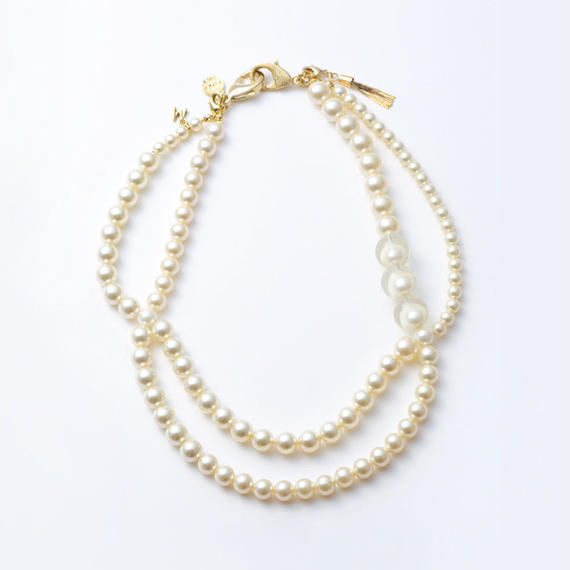 pearl necklace (collar)
