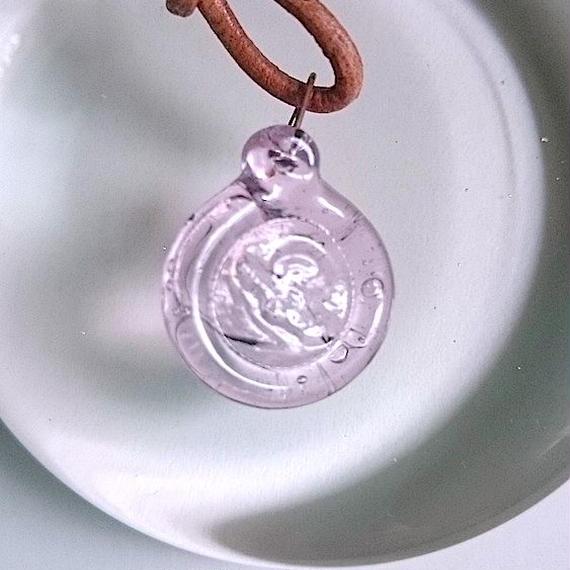 手作りガラスのシーリングワックス風ペンダント(ピーチピンク)