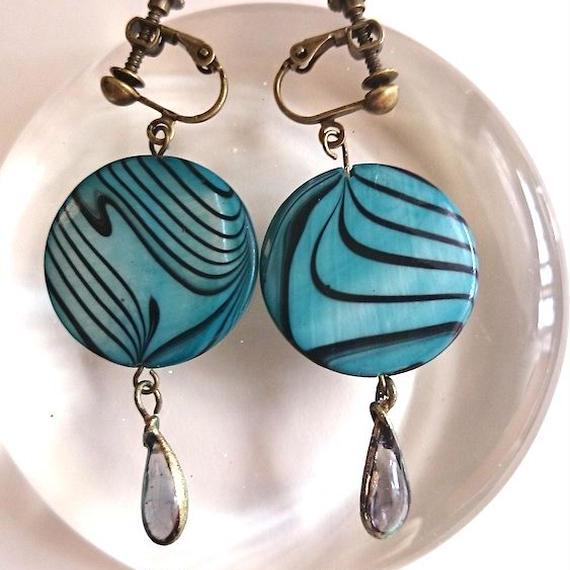 手作りガラスとアンティークパーツのイヤリング