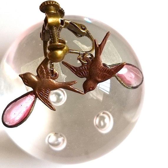 手作りガラスとツバメのイヤリング(桜色)