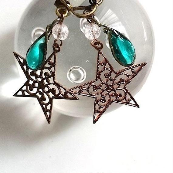 手作りガラスとお星様のイヤリング(ピーコックグリーン)