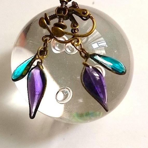 手作りガラスのイヤリング(グレープバイオレット、ピーコックグリーン)