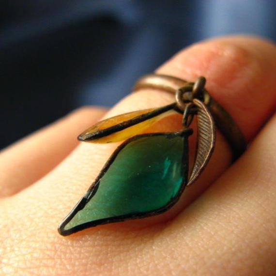 手作りガラスのリング(ピーコックグリーン・カーキ)