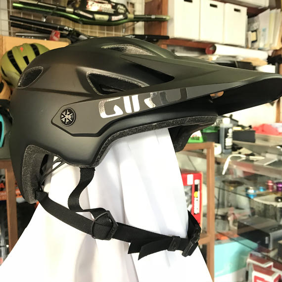 GIRO CHRONICLE MIPS / Matte Black  / M