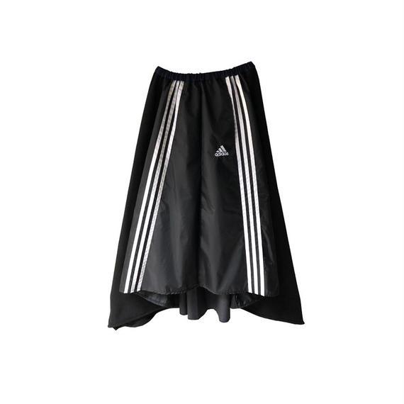 kidole. adidasフレアスカート