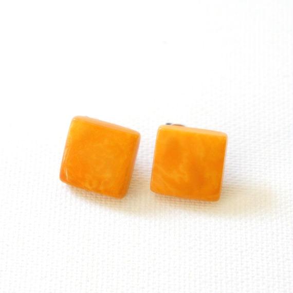 MUJUS スタッズピアス/イヤリング オレンジ