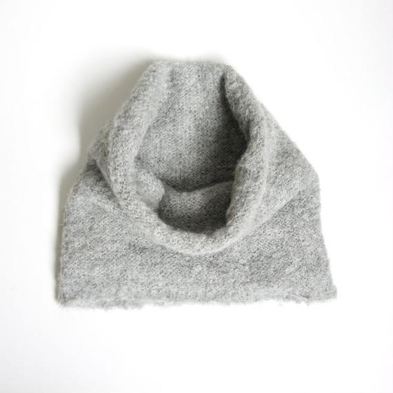 アルパカブークレの手編みネックウォーマー ライトグレー_NW003-LG