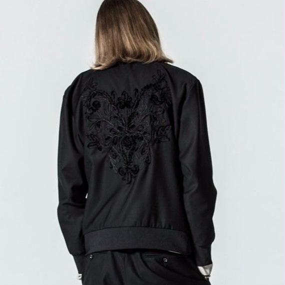Bennu ヴェンヌ タキシードクロス バック刺繍ブルゾン