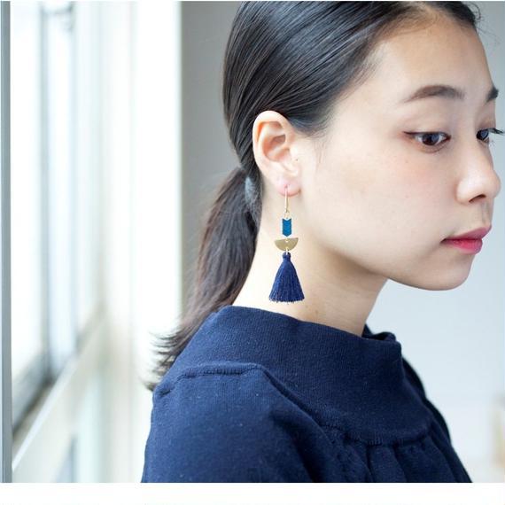 【David Aubrey】Navy Tussel Earrings