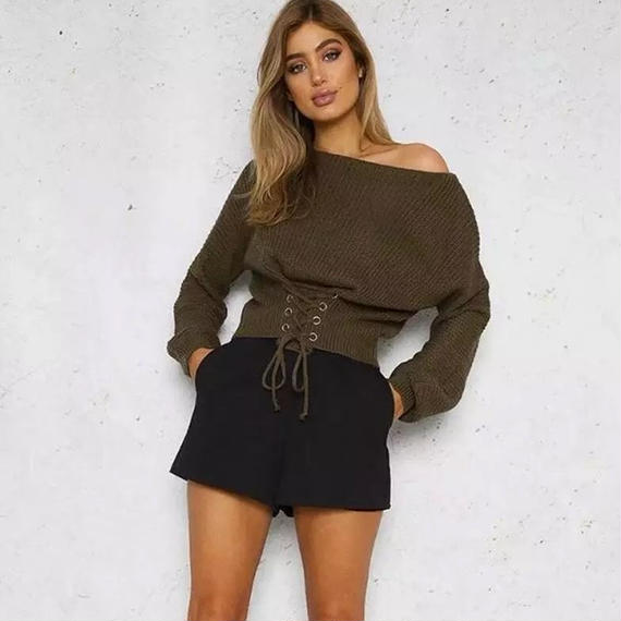 B154  Lace-up waist knit pullover