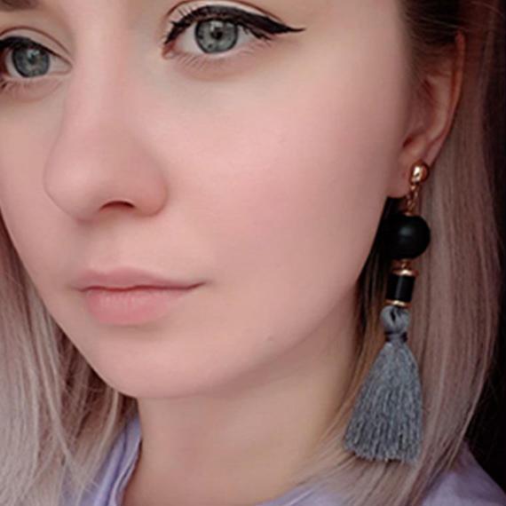 Emanco ミニマリスト タッセル ドロップイヤリング 黒 木材 女性 エレガント 耳 ファッション ジュエリー 大人 女子 トレンド アイテム ロング タッセルピアス 揺れる 上品 長い タッセル