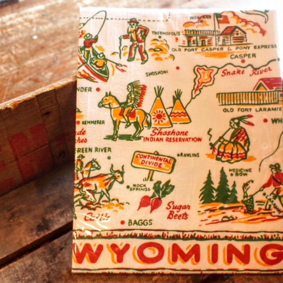 """RED AND WHITE KITCHEN COMPANY Kitchen Towel(WYOMING)"