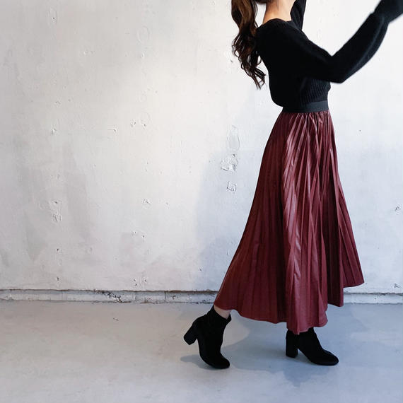 Fake leather pleated skirt (RED)