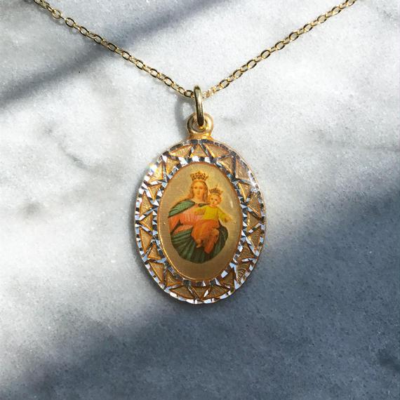 87 big oval medal necklace