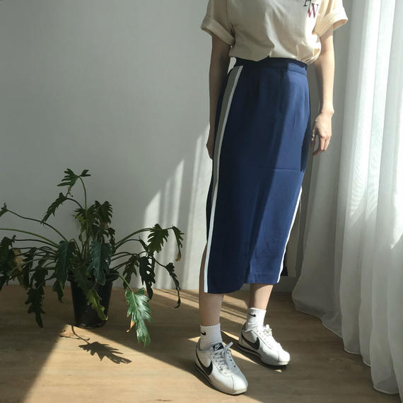 ✳︎予約販売✳︎サイドラインミドル丈スカート