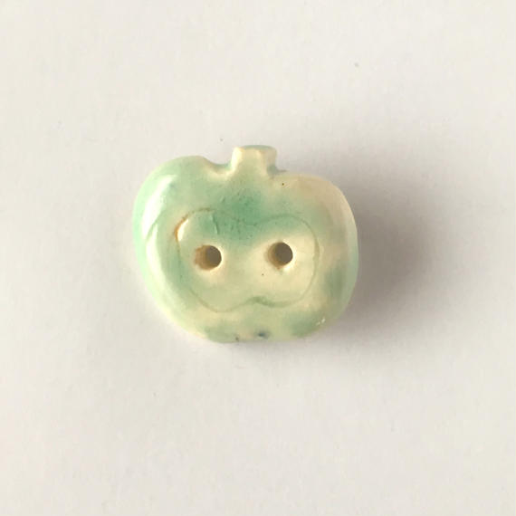 陶器ブローチ・りんご/light green