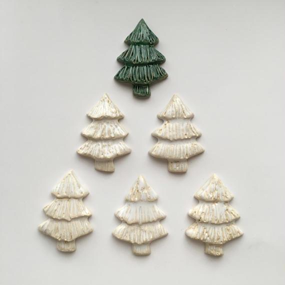 陶器ブローチ・もみの木