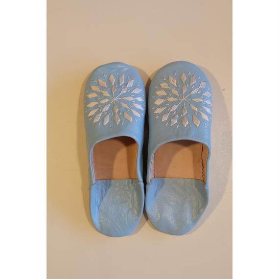 モロッコバブーシュ・ブルー×ホワイト刺繍