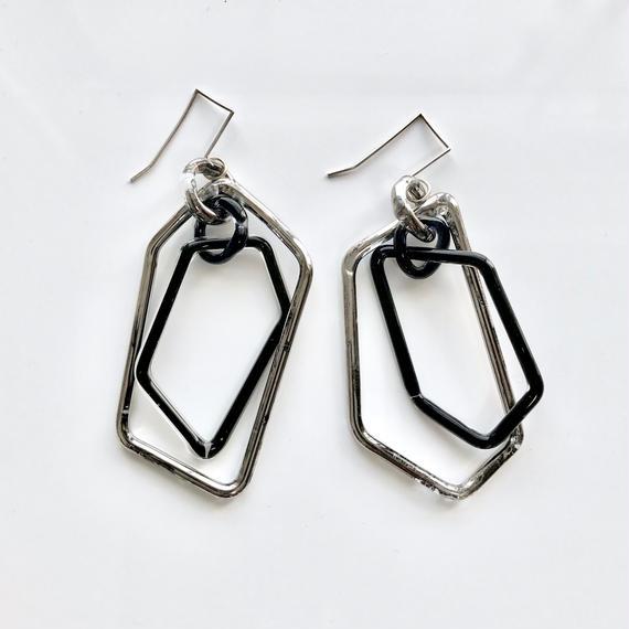 Pentagon Hook Earrings Platinum black ペンタゴンフックピアス プラチナブラック