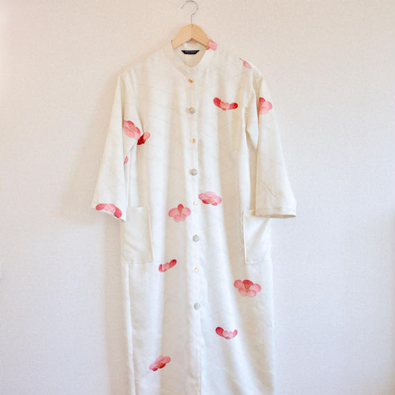 Silky White x Japanese plum Kimono stand collar dress (no.271)