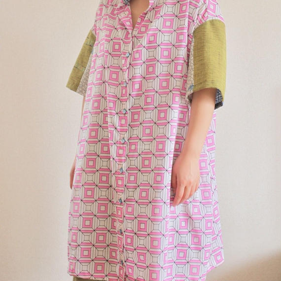 Nostalgic Pink square pattern long blouse (no.170)