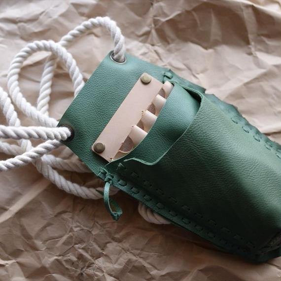 緑の牛革の4丁差しのシザーケース 001