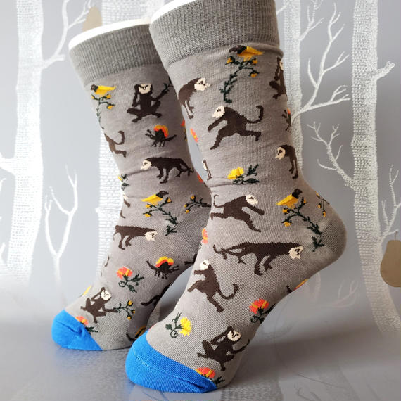 スロースと雨の森ソックス/ unisex socks 'happy sloth in a rain forest'