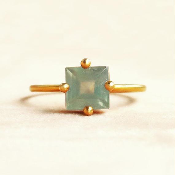 Individual Beauty  { Ring }  prehnite. K18
