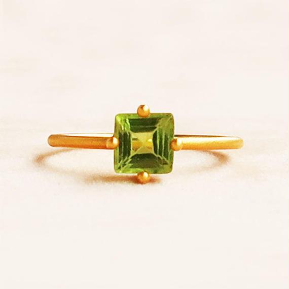Individual Beauty  { Ring }  peridot. K18