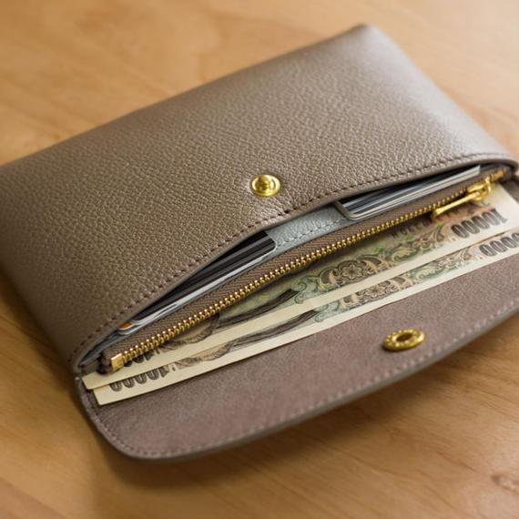 やわらかなレザーフラップ長財布(シェーブル・エトゥープ)