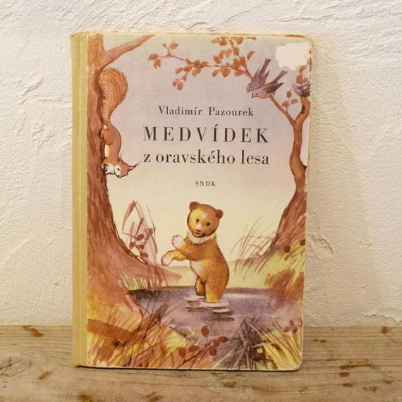 チェコ 絵本「MEDVIDEK z oravskeho lesa 」文Vladimir Pazourek  絵Jaromir Zapal