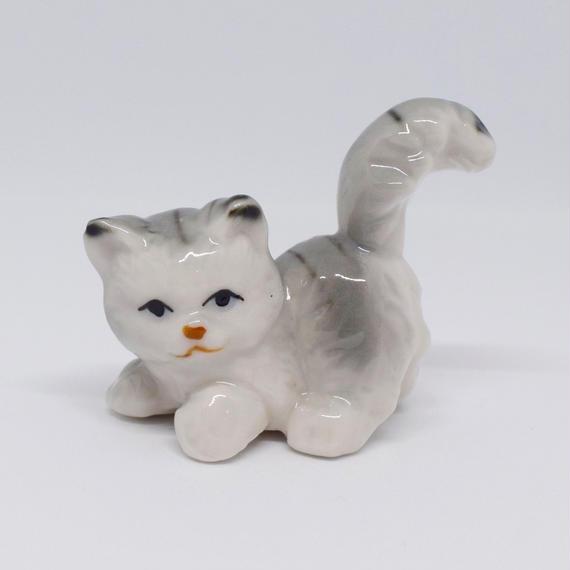 ゴージャスなしっぽのグレー猫さん