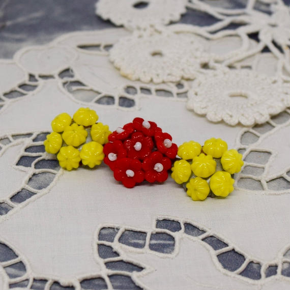 チェコ ガラスビーズのブローチ 黄色・朱色