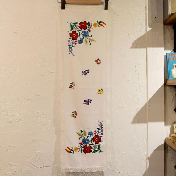 ハンガリー カロチャ刺繍 テーブルクロス 花束と小花
