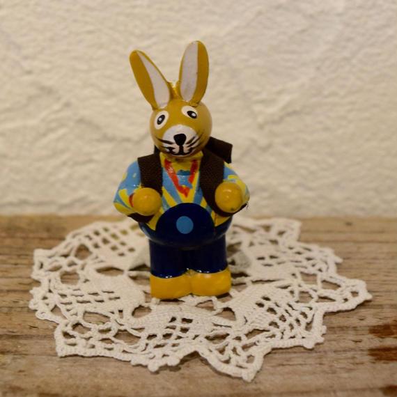 ドイツ ウサギのオーナメント 青シャツ