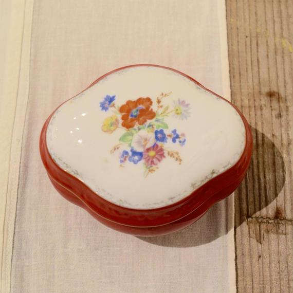 ハンガリー 赤い小物入れ 花柄