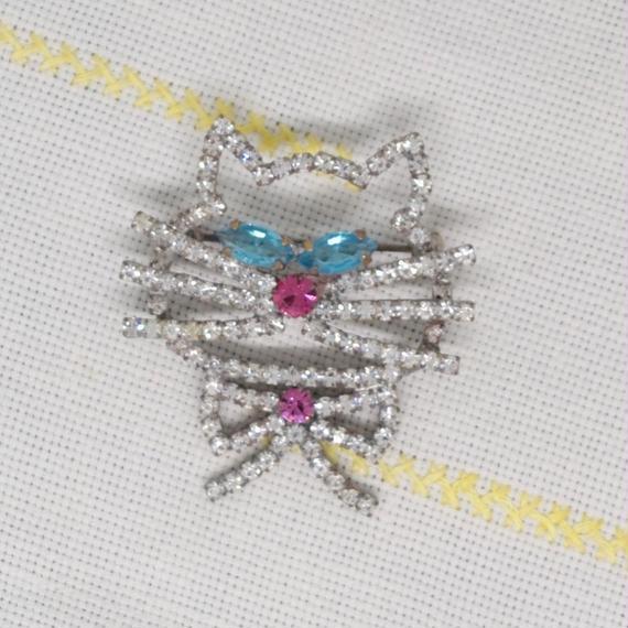 チェコ ガラスラインストーンブローチ 青い目の猫さん