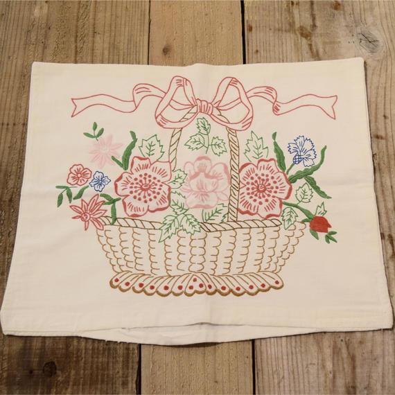 ハンガリー 刺繍ピローケース かごに入ったお花