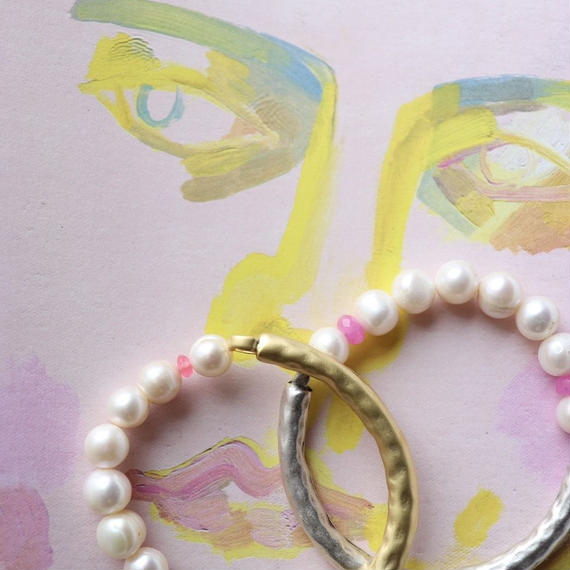 Pearl bracelet + pink
