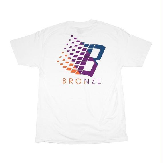 BRONZE56K B LOGO TRANSIT TEE WHITE
