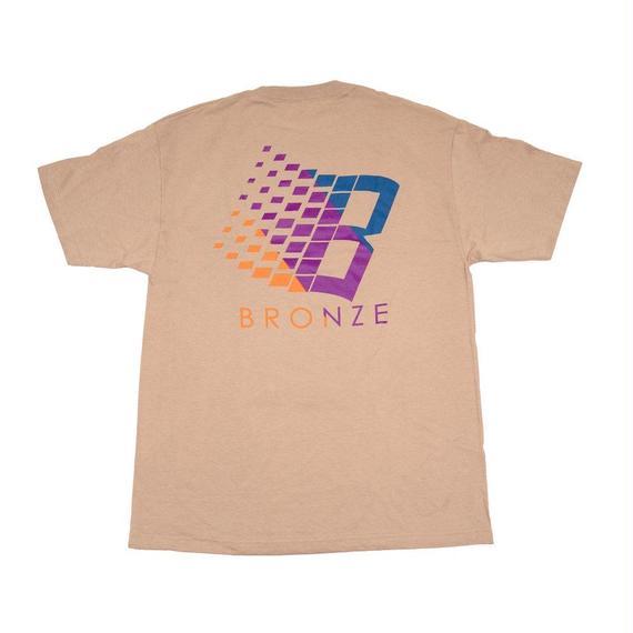 BRONZE56K B LOGO TRANSIT TEE SAND