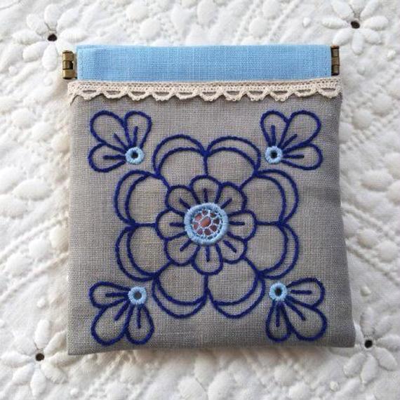 ヘデボ刺繍のお花のバネポーチ(グレー)