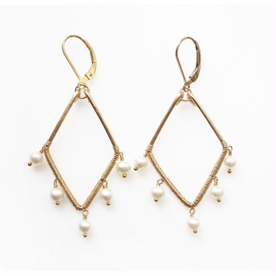 Pearl diamond shape earring