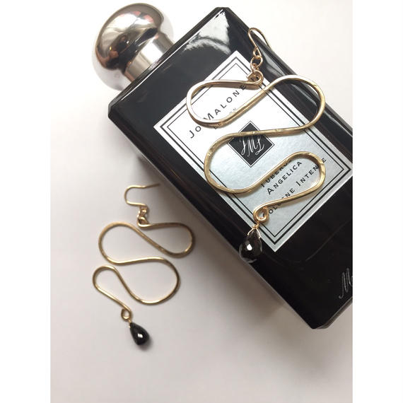 Snake line earring- Black spinel