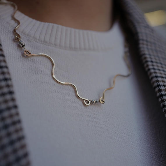 Snake line necklace