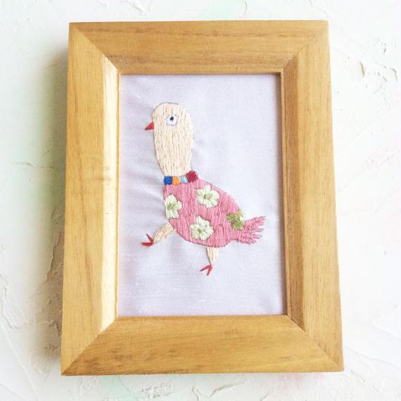 おチョウチョウ婦人(刺繍作品)