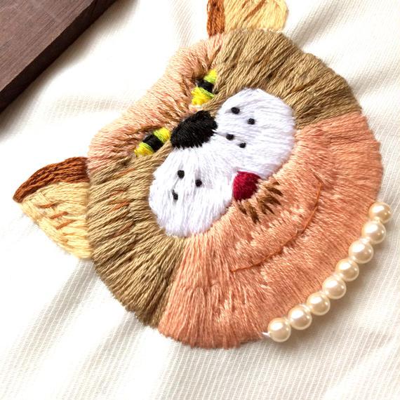 刺繍にゃんこ肖像画シリーズ『日村さん』